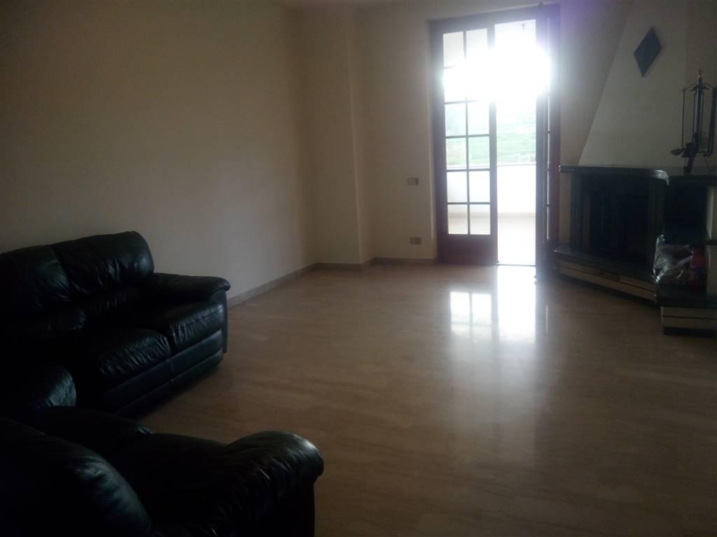 Soluzione Indipendente in affitto a Sarzana, 5 locali, zona Località: SANTA CATERINA, prezzo € 800 | Cambio Casa.it