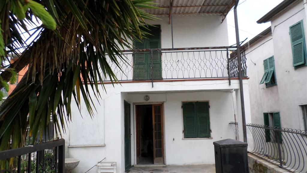 Soluzione Indipendente in vendita a Ortonovo, 4 locali, zona Zona: Casano, prezzo € 96.000 | Cambio Casa.it