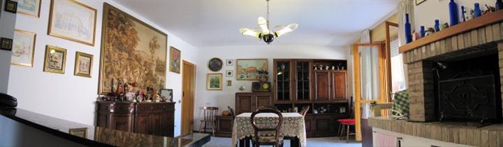 Appartamento in vendita a Monsano, 5 locali, prezzo € 170.000 | Cambio Casa.it