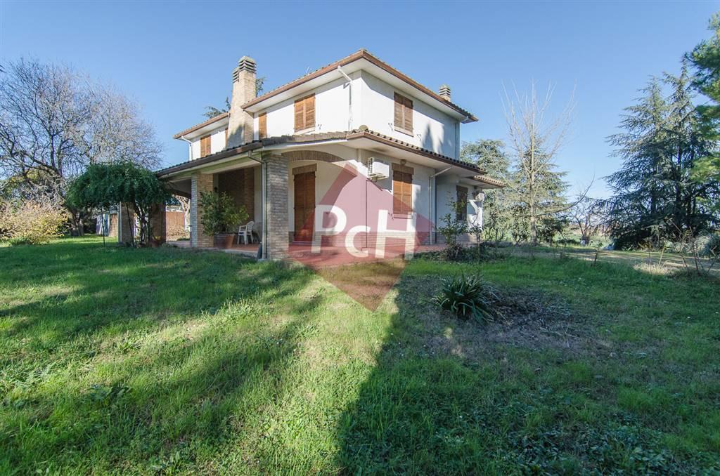 Villa in vendita a Jesi, 12 locali, Trattative riservate | Cambio Casa.it