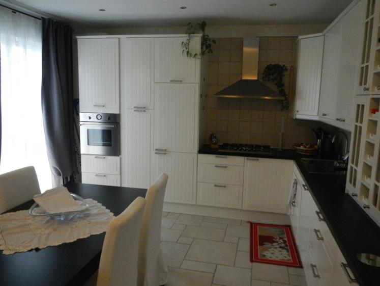 Appartamento in vendita a Belvedere Ostrense, 5 locali, Trattative riservate | Cambio Casa.it
