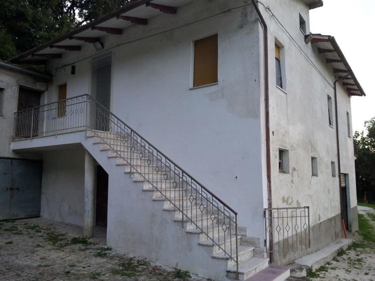Soluzione Indipendente in vendita a Cingoli, 10 locali, prezzo € 249.000 | Cambio Casa.it