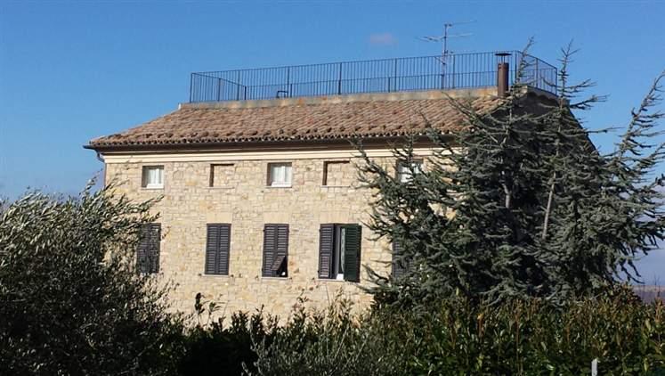 Rustico / Casale in vendita a Cupramontana, 10 locali, Trattative riservate | Cambio Casa.it