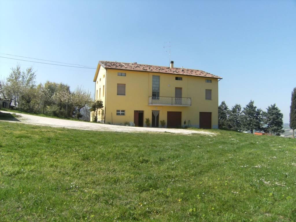 Soluzione Indipendente in vendita a Staffolo, 10 locali, prezzo € 239.000 | Cambio Casa.it