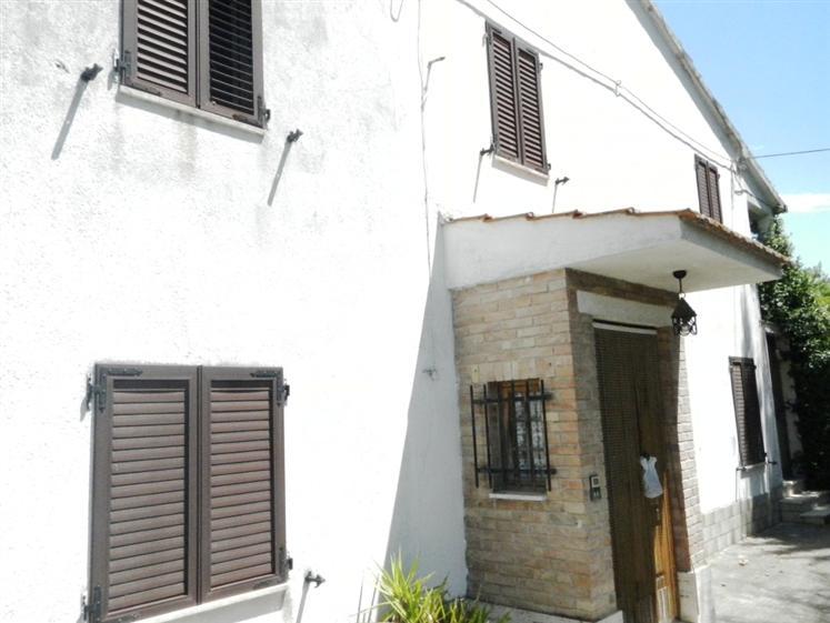 Soluzione Indipendente in vendita a Jesi, 11 locali, zona Zona: Piandelmedico, prezzo € 177.000 | Cambio Casa.it