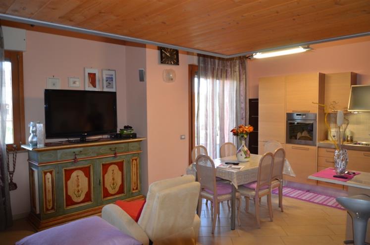 Appartamento in vendita a Castelbellino, 4 locali, zona Zona: Scorcelletti, prezzo € 185.000 | Cambio Casa.it