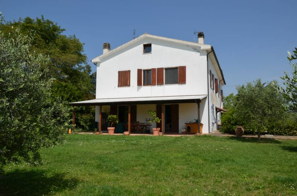 Rustico / Casale in vendita a Jesi, 6 locali, zona Zona: Tabano, Trattative riservate | Cambio Casa.it