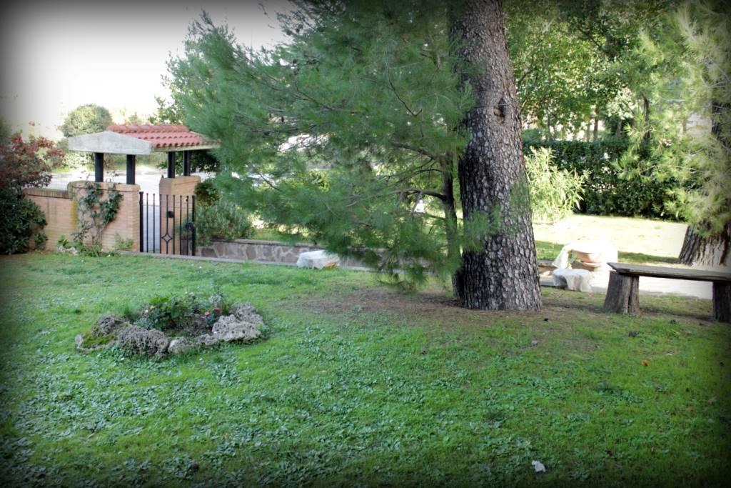 Villa in vendita a Jesi, 8 locali, prezzo € 690.000 | Cambio Casa.it