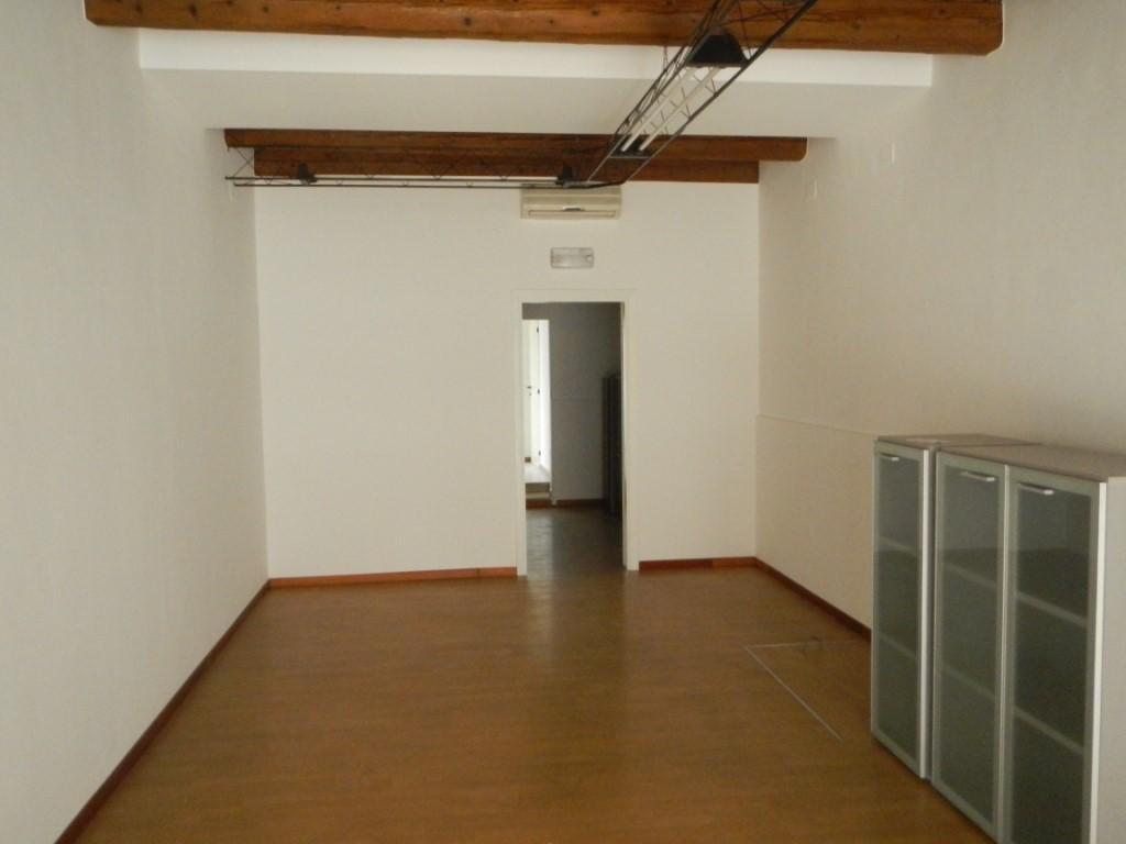 Negozio / Locale in affitto a Jesi, 2 locali, prezzo € 650 | Cambio Casa.it