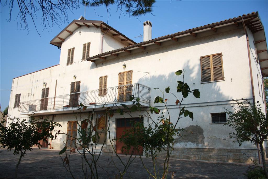 Agriturismo in vendita a Ostra, 22 locali, Trattative riservate | Cambio Casa.it