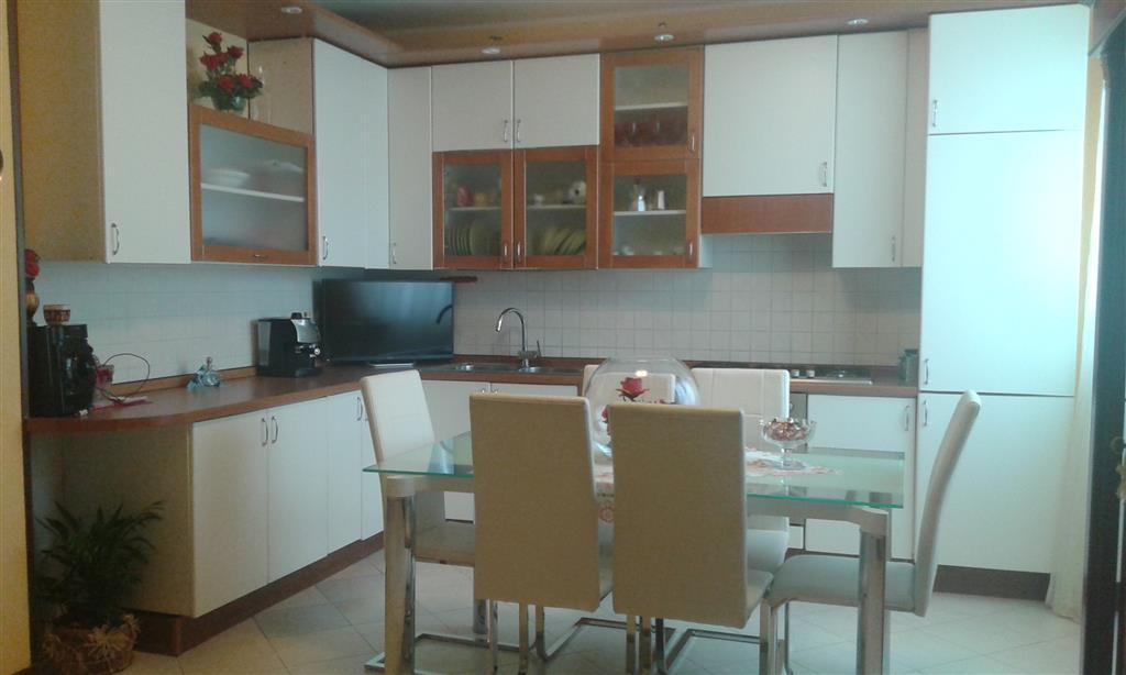 Appartamento in affitto a Jesi, 4 locali, prezzo € 600 | Cambio Casa.it