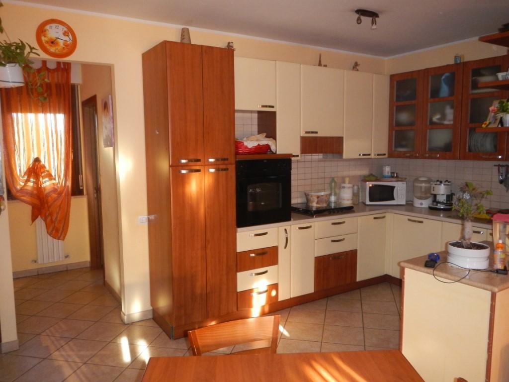 Appartamento in vendita a Castelbellino, 4 locali, zona Zona: Pianello Vallesina, Trattative riservate | Cambio Casa.it