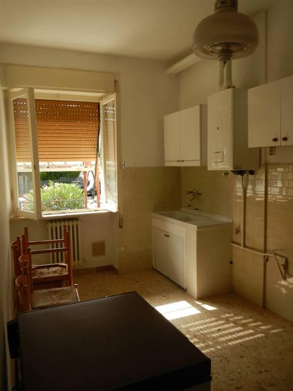 Appartamento in affitto a Jesi, 4 locali, prezzo € 450 | Cambio Casa.it