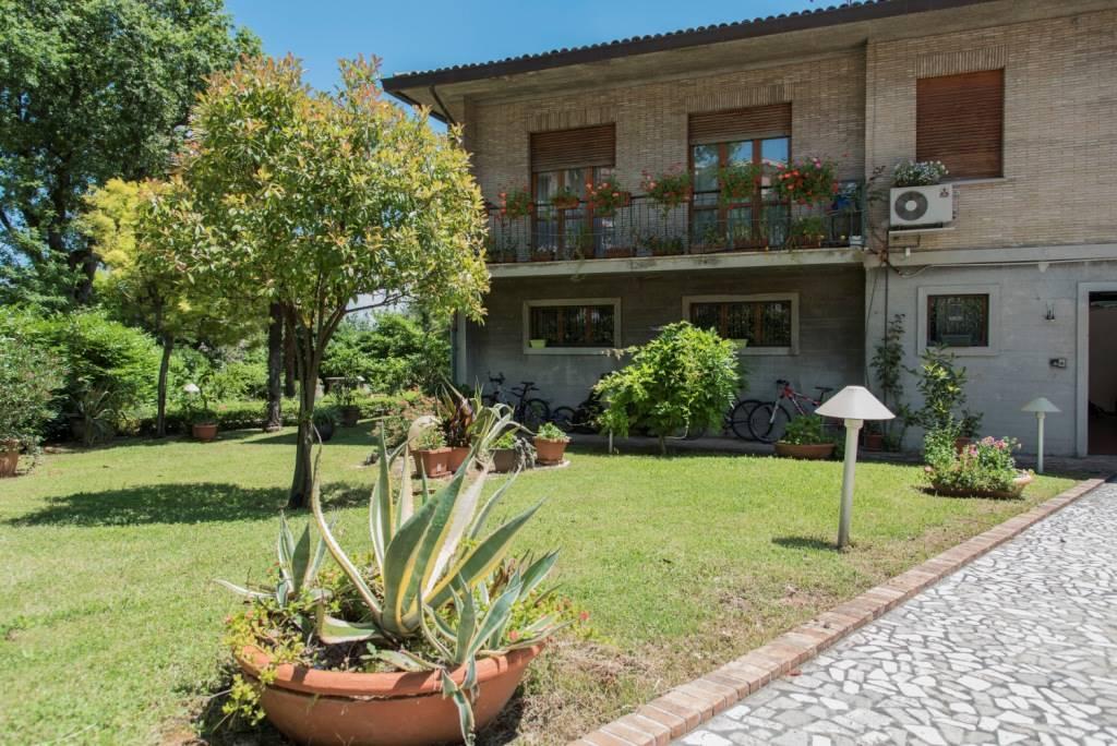 Villa in vendita a Jesi, 16 locali, zona Zona: Tabano, Trattative riservate | Cambio Casa.it