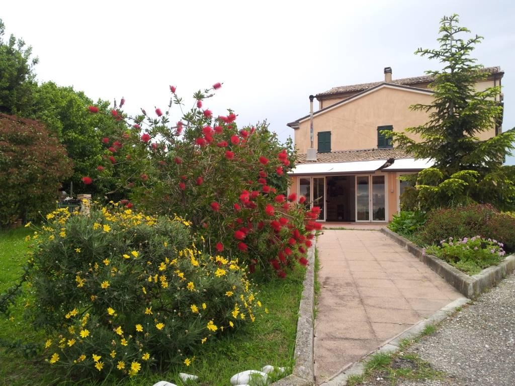 Rustico / Casale in vendita a Jesi, 6 locali, Trattative riservate | Cambio Casa.it