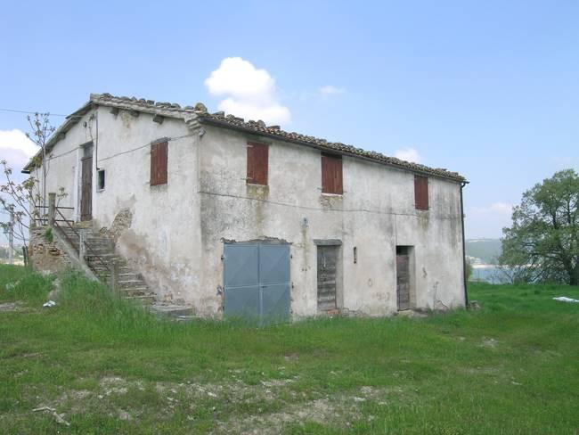 Rustico / Casale in vendita a Cingoli, 6 locali, Trattative riservate | Cambio Casa.it