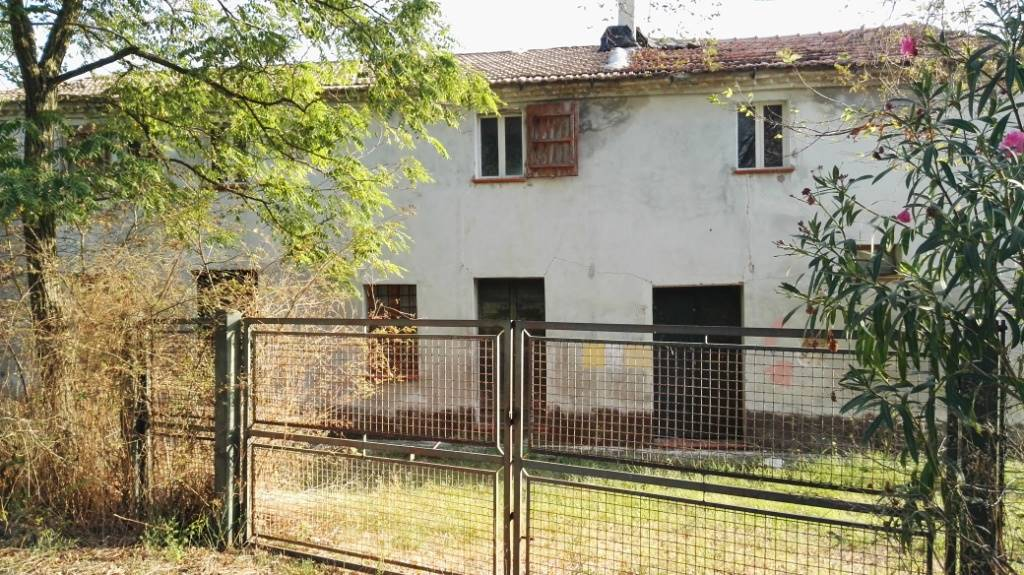 Rustico / Casale in vendita a Monte San Vito, 8 locali, prezzo € 99.000 | Cambio Casa.it