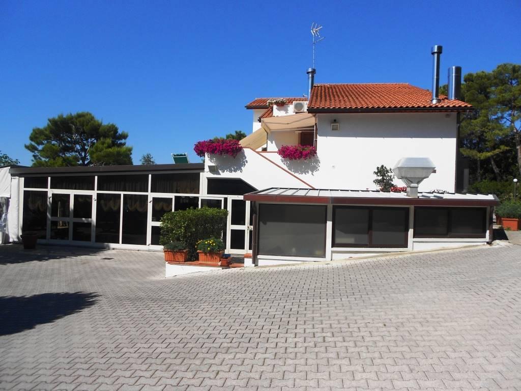 Ristorante / Pizzeria / Trattoria in vendita a Sirolo, 25 locali, Trattative riservate | Cambio Casa.it
