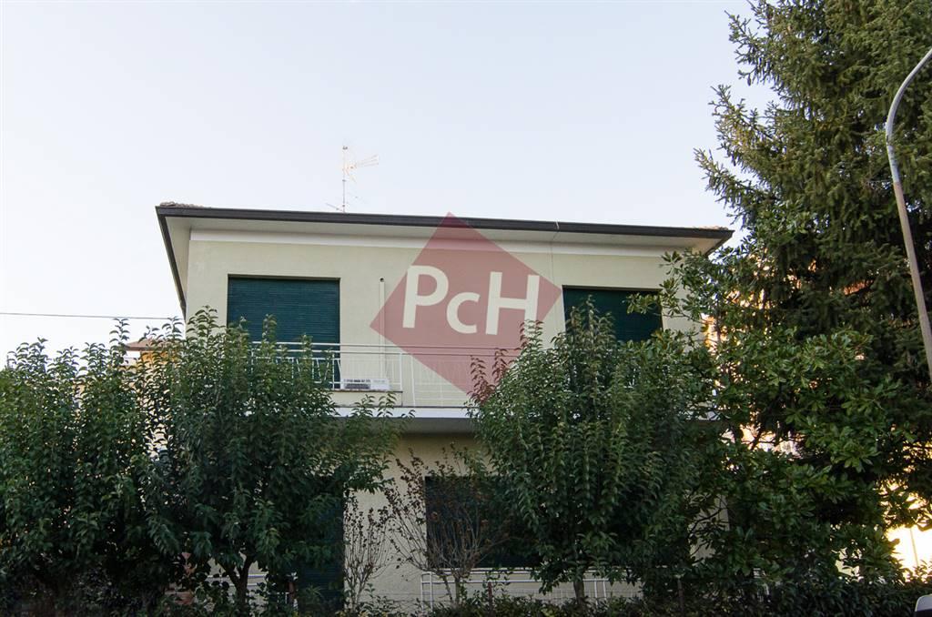 Villa in vendita a Jesi, 8 locali, Trattative riservate | Cambio Casa.it