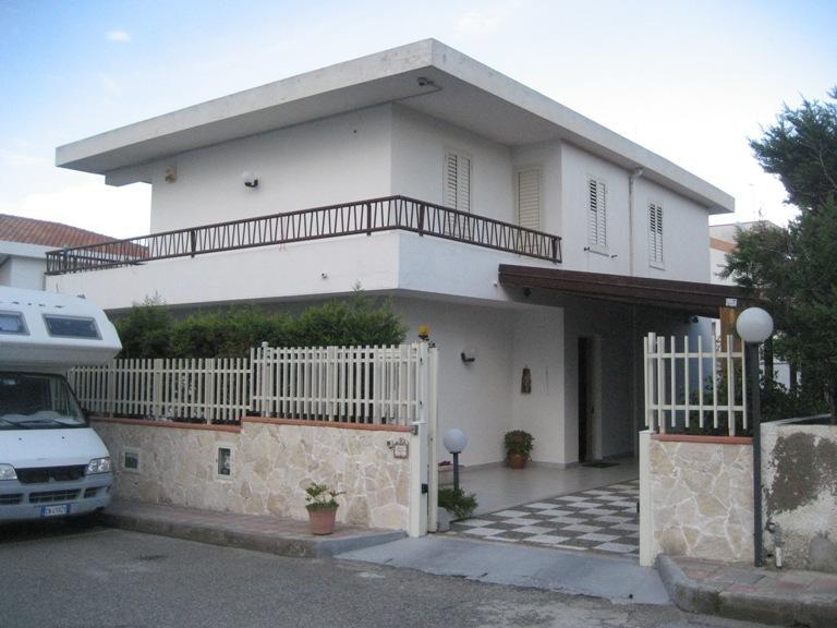 Villa in vendita a Saponara, 5 locali, zona Zona: Saponara Marittima, Trattative riservate | CambioCasa.it