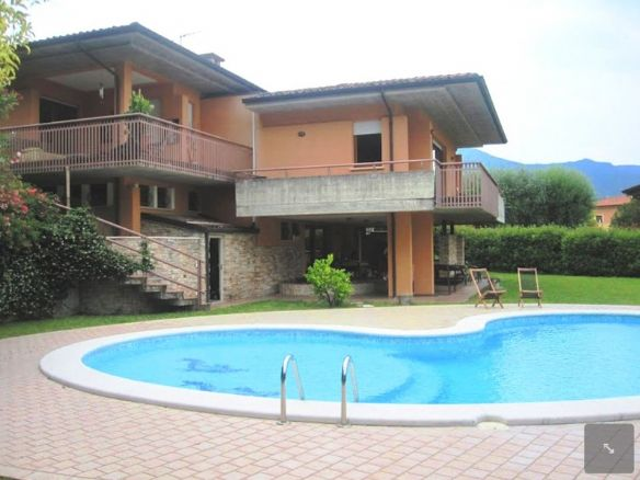Villa in Via Dei Colli, Salo'