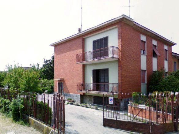Villa Bifamiliare in vendita a Vigevano, 10 locali, prezzo € 250.000 | CambioCasa.it