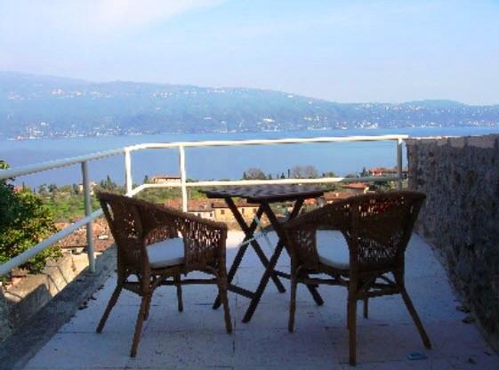 Villa Bifamiliare in vendita a Gargnano, 5 locali, zona Zona: Bogliaco, prezzo € 650.000 | CambioCasa.it