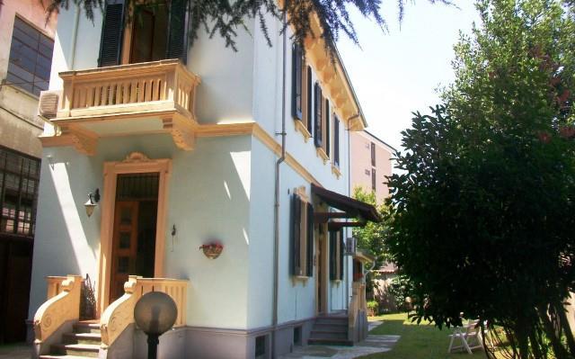 Villa in vendita a Vigevano, 6 locali, prezzo € 290.000 | CambioCasa.it