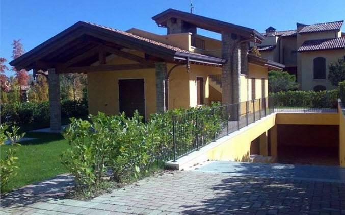 Villa in vendita a Manerba del Garda, 6 locali, prezzo € 615.000 | CambioCasa.it