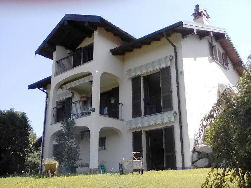 Villa in vendita a Besozzo, 8 locali, zona Zona: Bogno, prezzo € 430.000 | CambioCasa.it