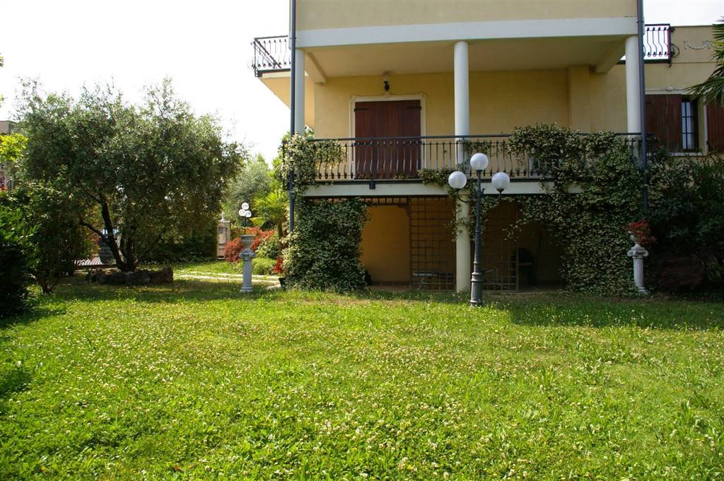 Vai alla scheda: Villa singola Vendita - Desenzano del Garda (BS) | Casale - Codice 18 - LAGO 3