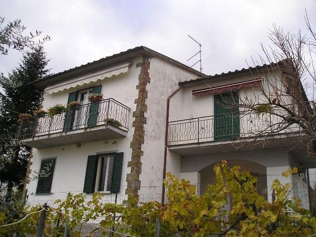 Villa in vendita a Bucine, 8 locali, zona Zona: Capannole, prezzo € 400.000 | Cambio Casa.it