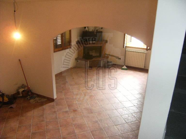 Soluzione Indipendente in vendita a Terranuova Bracciolini, 4 locali, zona Zona: Piantravigne, prezzo € 120.000 | CambioCasa.it