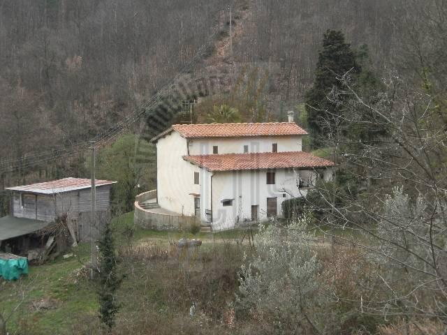 Rustico / Casale in vendita a Figline e Incisa Valdarno, 5 locali, zona Località: POGGIO ALLA CROCE, Trattative riservate | CambioCasa.it