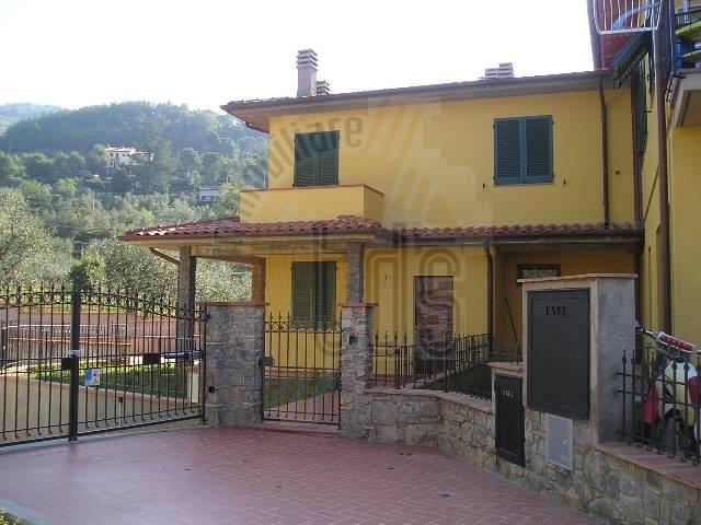 Soluzione Indipendente in vendita a Loro Ciuffenna, 3 locali, zona Zona: Centro, prezzo € 185.000 | Cambio Casa.it