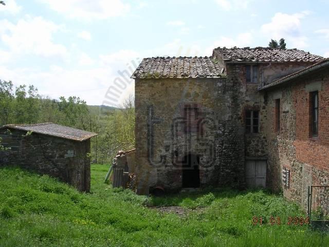 Soluzione Indipendente in vendita a Bucine, 8 locali, zona Zona: Ambra, prezzo € 350.000 | CambioCasa.it