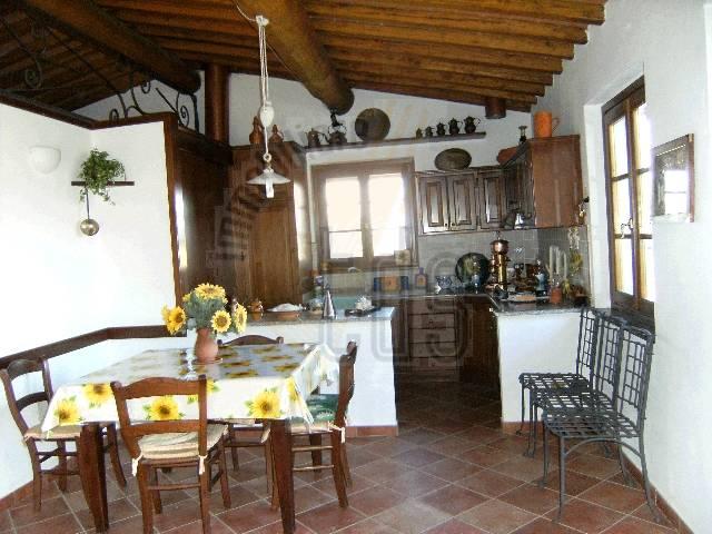 Rustico / Casale in vendita a Figline e Incisa Valdarno, 3 locali, zona Località: LOPPIANO, prezzo € 750.000 | CambioCasa.it