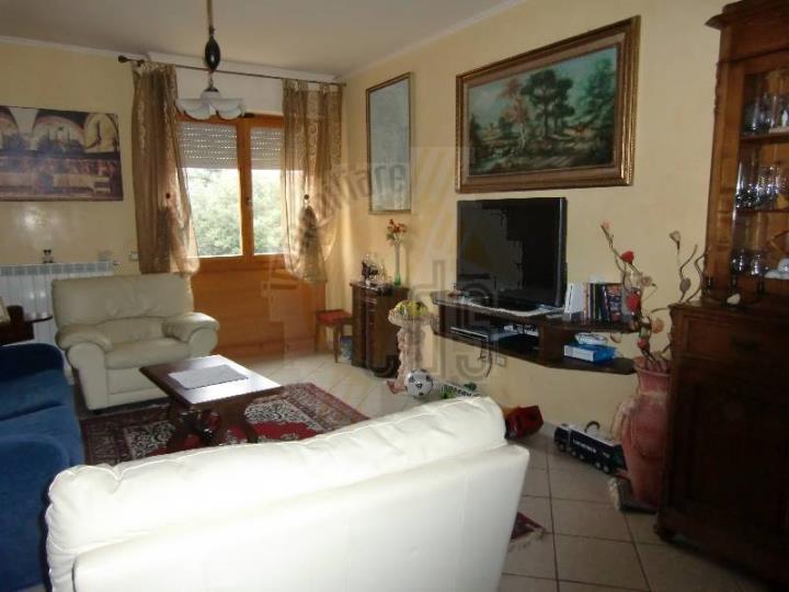 Appartamento in vendita a Reggello, 4 locali, zona Zona: Cascia, prezzo € 240.000 | Cambio Casa.it