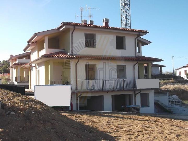 Soluzione Indipendente in vendita a Reggello, 4 locali, zona Zona: Centro, prezzo € 340.000 | Cambio Casa.it