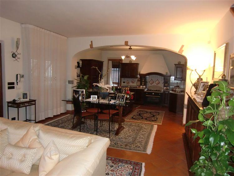 Villa Bifamiliare in vendita a Reggello, 5 locali, zona Zona: Cetina, prezzo € 360.000 | CambioCasa.it