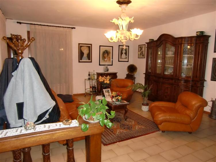Soluzione Indipendente in vendita a Terranuova Bracciolini, 5 locali, prezzo € 200.000 | CambioCasa.it