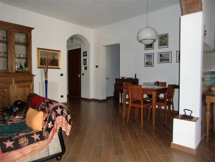 Appartamento in vendita a Terranuova Bracciolini, 4 locali, zona Zona: Centro, Trattative riservate | Cambio Casa.it