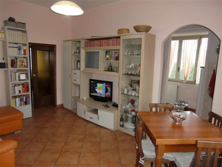 Appartamento in vendita a Cavriglia, 3 locali, zona Zona: Meleto Valdarno, prezzo € 90.000 | CambioCasa.it