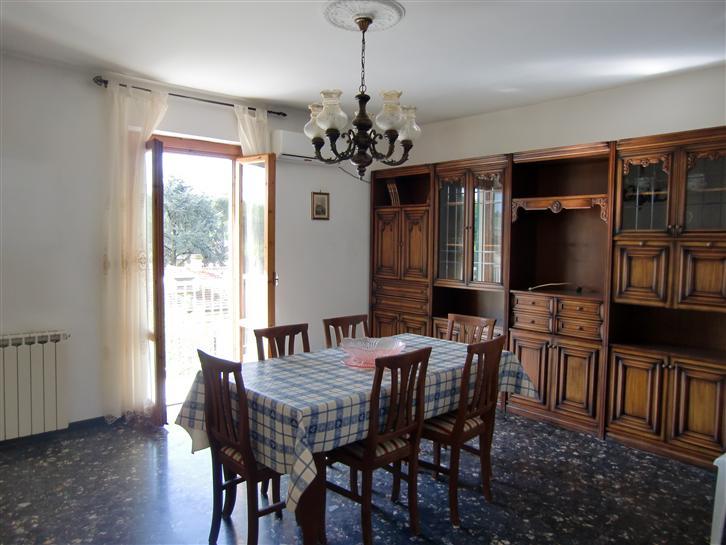 Appartamento in vendita a Terranuova Bracciolini, 4 locali, zona Zona: Centro, prezzo € 135.000 | CambioCasa.it