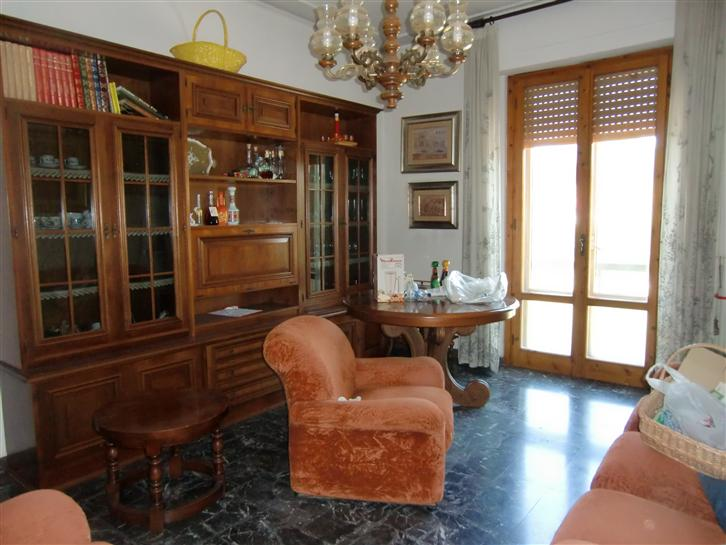 Appartamento in vendita a Terranuova Bracciolini, 4 locali, zona Zona: Ville, prezzo € 130.000 | Cambio Casa.it