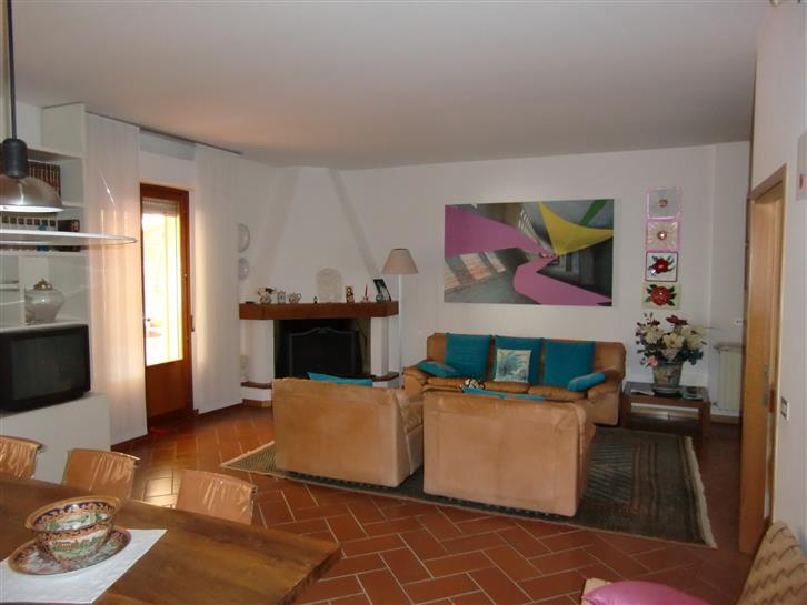 Soluzione Indipendente in vendita a Montevarchi, 6 locali, zona Zona: Ipercoop, prezzo € 345.000 | Cambio Casa.it
