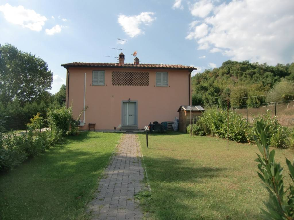 Rustico / Casale in vendita a Terranuova Bracciolini, 8 locali, zona Zona: Ville, prezzo € 400.000 | CambioCasa.it