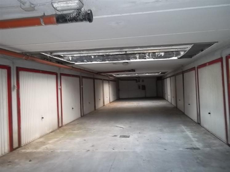 Vendita garage posto auto cittadella parma piano - Posto letto parma ...