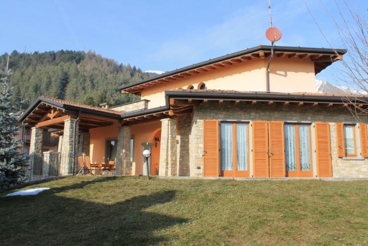 Villa in vendita a Fino del Monte, 5 locali, Trattative riservate | Cambio Casa.it