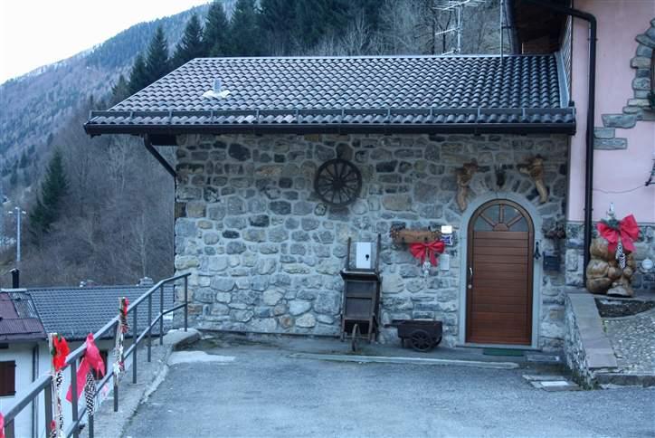 Soluzione Semindipendente in vendita a Colere, 4 locali, Trattative riservate | Cambio Casa.it